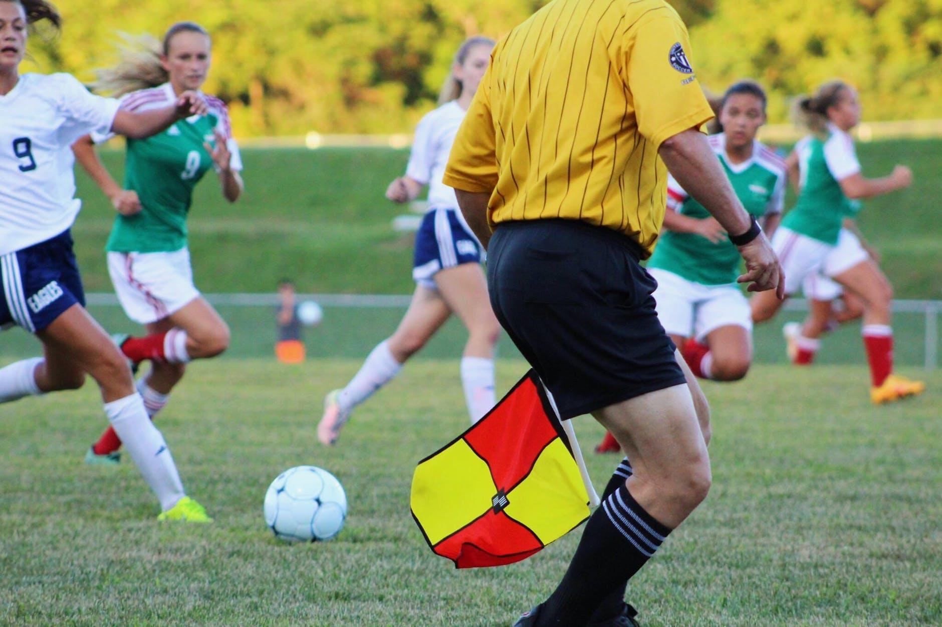 aturan sepak bola