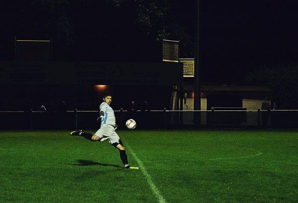 cara mengumpan bola